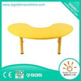 Tableau neuf de forme de lune de modèle de meubles en plastique préscolaires de Kindergaten
