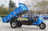 Vrachtwagen de Met drie wielen van de stortplaats