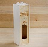 Deslizando a caixa da madeira de pinho da tampa para o vinho com indicador