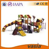 Скольжение спортивной площадки малышей профессионала пластичное