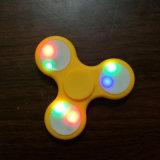 LED는 손 방적공 싱숭생숭함 방적공 Toptriangle 핑거 회전시키는 최고 다채로운 감압 핑거 끝 상단 장난감을 불이 켜진다