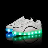 Zapatos ligeros de los cabritos LED de las zapatillas de deporte de los niños de China para los muchachos y Gilrs con el cable de carga del USB