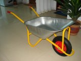 Wheelbarrow do jardim com a bandeja galvanizada do metal