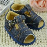 Élastique de noeud de guindineau avec les chaussures de bébé 01