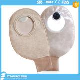 再使用可能な非まっすぐな形のカーボンフィルターが付いている二つの部分から成ったOstomyの袋