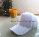 Le blanc bon marché folâtre la casquette de baseball