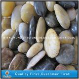 景色のプロジェクトのための自然な川の石または小石の石か玉石の石