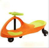 Carro do balanço do bebê, carro da torção, carro do brinquedo do bebê