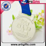 リボンが付いている高品質の金属によってめっきされる銀メダル