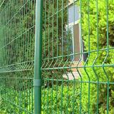 Треугольник сваренную загородку ячеистой сети