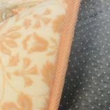 スポンジサンドイッチプラスチック低下の裏付けが付いている現代印刷の居間のカーペット