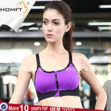Femmes en gros exécutant la séance d'entraînement d'Activewear vêtant la fermeture éclair sexy de femmes dans le gilet avant de soutien-gorge de sport de forme physique de yoga