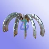 Pezzi meccanici con il giro, la macinazione e la perforazione