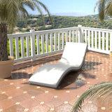 Кровать салона стула палубы формы напольного ротанга мебели бассеина сада волнистая Wicker лежа