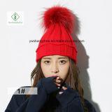 2017 New Handmade Guaxinim Fur Pompoms Moda Senhora Knitted Hat