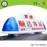 Segno LED della parte superiore del tetto della carrozza di tassì che fa pubblicità alla casella chiara