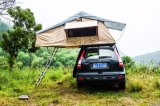 fuori dalla tenda di campeggio della parte superiore del tetto dell'automobile di famiglia della strada Adventure1.6m