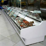 반대 고기 전시 냉장고에 냉장된 서브