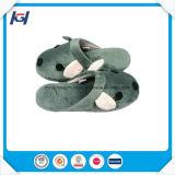Deslizadores diários do sono do uso dos aquecedores macios bonitos do pé do coelho para mulheres