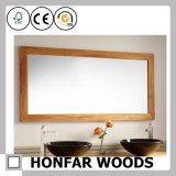 Frame de madeira natural do espelho da hospitalidade para o banheiro do hotel