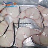 新しい皮が付いている季節によってフリーズされるヨシキリザメのステーキ