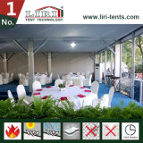 Tente de luxe extérieure de noce avec du tapis blanc