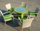 Tabela e cadeiras sintéticas ao ar livre do Rattan
