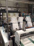 Un bolso de compras inferior del sello de la capa que hace la máquina con el corte frío