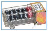 Un contatore meccanico della 5+1 cifra con il coperchio del PC per il tester