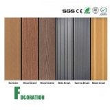 Decking composé en plastique en bois de plancher extérieur de 150*25mm WPC pour le stationnement