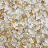 Azulejo de mosaico irregular del triángulo del labio del shell amarillo de la fregona