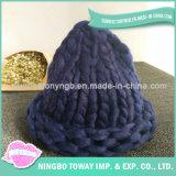 O melhor tampão tricotando manualmente de tecelagem do inverno do algodão da forma