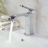 Nuovo miscelatore del rubinetto di acqua del bacino della stanza da bagno di disegno
