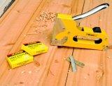 手のツールQ235のステープルが付いている頑丈な手動釘銃のステープル銃