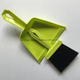 Casa que sostiene el recogedor de polvo limpio del cepillo