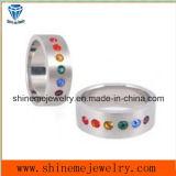 El acero inoxidable CZ del anillo de la joyería suena con la piedra de los colores