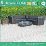 Sofá de tecelagem de vime com almofada e travesseiros Mobiliário de exterior Sofá de jardim Pátio Sofá Set Móveis de enjôma Projeto de hotel Móveis Sofá moderno com almofada