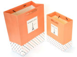 Bolsa de papel de encargo reciclada de las compras con la impresión de la insignia