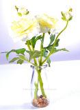 Яркий Faux Camillia в стеклянной вазе с поддельный водой и камень для полностью общественного украшения
