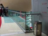 ステンレス鋼の手すりガラス階段柵のポスト