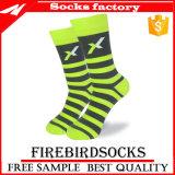 Socken-Männer bilden Ihre eigenen Socken-Kleid-Socken