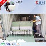 Grande bloco de gelo comercial que faz a máquina