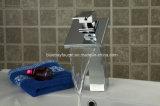Taraud en laiton de robinet de lavabo de cascade à écriture ligne par ligne et robinet sans plomb
