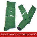 Normallack-Kleid-Baumwollkamm-Socke der Männer