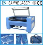 Новым машина лазера СО2 конструкции выгравированная вырезыванием для одежд, ботинок и стекла