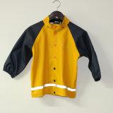 固体黄色PU子供または赤ん坊のための反射雨ジャケット