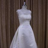 Hoch entwickeltes traditionelles Satin-Hochzeits-Kleid