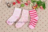 Mooie Katoenen die van het Meisje van de Baby van de Goede Kwaliteit Sokken van het Fijne Katoen Overgegaane Rapport van de Test van Zijn worden gemaakt