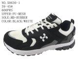Trois chaussures de sport d'hommes de couleur