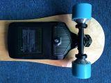 Elektrisches Skateboard mit getragener Batterie